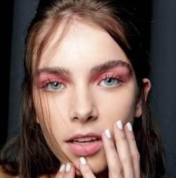 maquiagem-pink-e-vermelho-sao-tendencias-da-moda-verão-2018-3-1