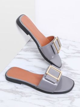 fc88a096a4cede203a26b509c49d7eef--flat-sandals-sliders